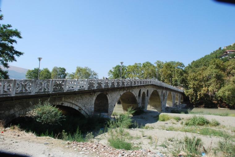 """Podobno Emir Kusturica chciał nakręcić w Beracie ekranizacje słynnej powieści Ivo Andricia """"Most na Drinie"""". Wojna w byłej Jugosławii pokrzyżowała jego plany."""