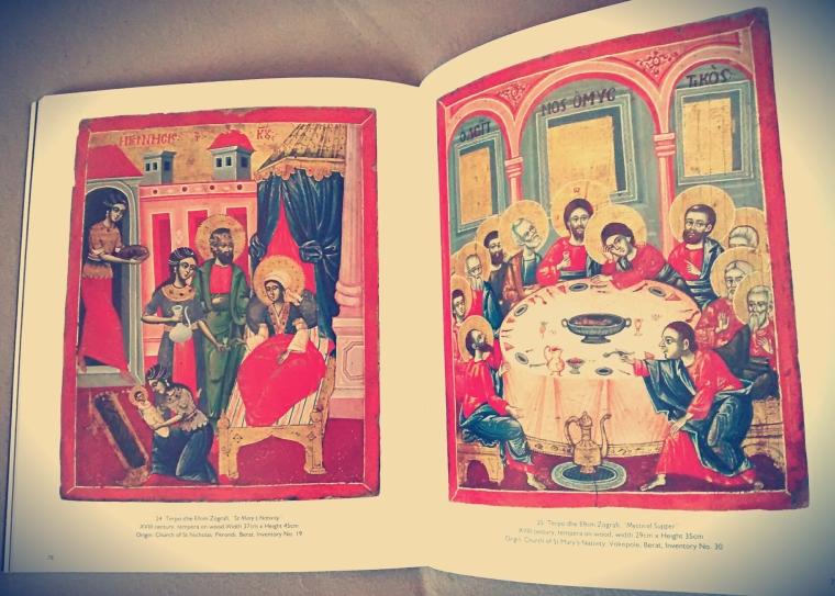 ...pięknie ilustrowany album z ikonami oraz historią samego miasta. Moja biblia, z której się przygotowuję do pracy. Kosztuje ok 20 euro, ale moim zdaniem warto!
