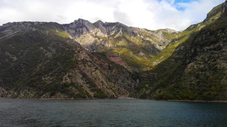 Jezioro sztuczne, ale przyroda prawdziwa.